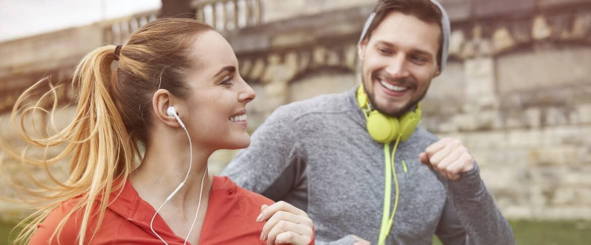 femme et homme au jogging